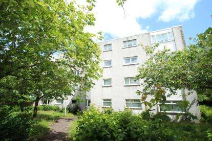 2 Bedrooms Flat for sale in Troon Court, Greenhills
