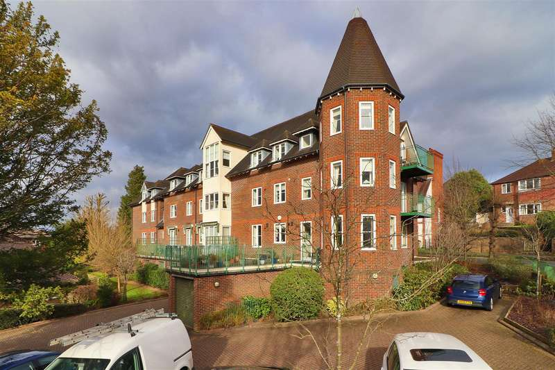 2 Bedrooms Apartment Flat for sale in Lime Tree Walk, Sevenoaks