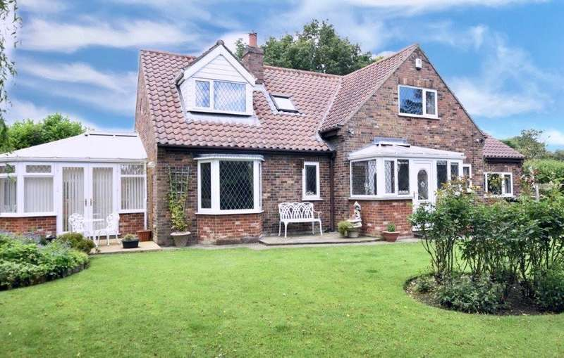 3 Bedrooms Detached House for sale in King Street, Muston, Filey