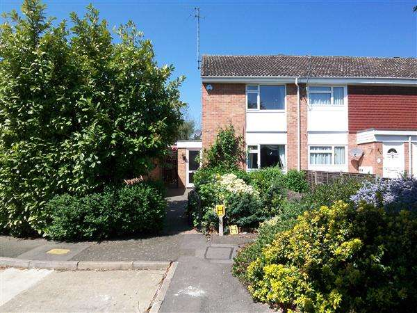 Property for sale in Pintail Road, Woodford Green, Woodford Green, Essex, IG8 7DX