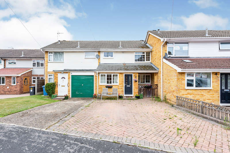 3 Bedrooms Terraced House for sale in Hilltop View, Yateley