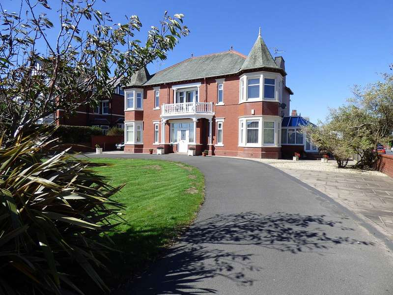 2 Bedrooms Apartment Flat for sale in Clifton Drive, Fairhaven, Lytham St. Annes