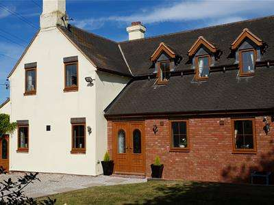 4 Bedrooms Detached House for sale in Baswich Lane, Stafford, Staffordshire