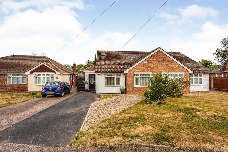 3 Bedrooms Semi Detached Bungalow for sale in Foxwood Way, New Barn, Kent, DA3