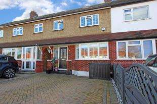 4 Bedrooms Terraced House for sale in Compton Crescent, Chessington, Surrey, .