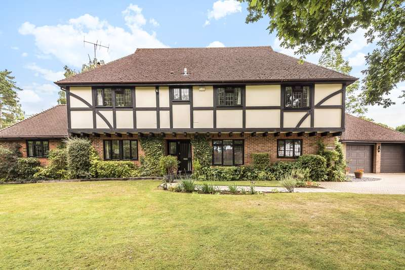 4 Bedrooms Detached House for sale in Hurtmore Chase, Hurtmore, Godalming, GU7