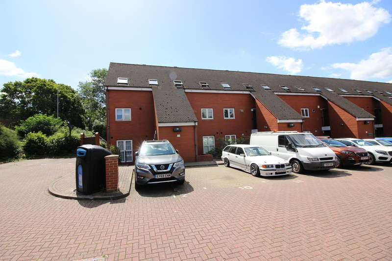 2 Bedrooms Flat for sale in Netteswell Orchard, Harlow, CM20