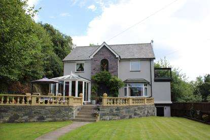 4 Bedrooms Detached House for sale in Iolyn Park, Conwy, North Wales, LL32