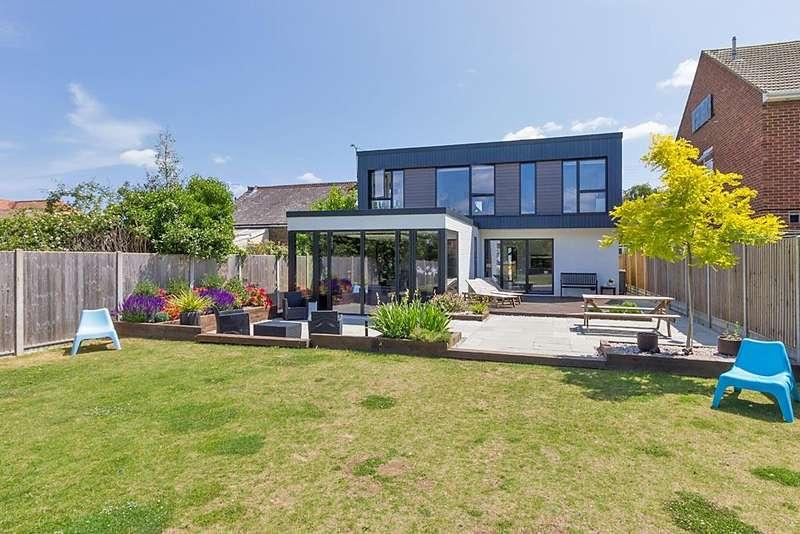 5 Bedrooms Detached House for sale in Berengrave Lane, Rainham, Gillingham