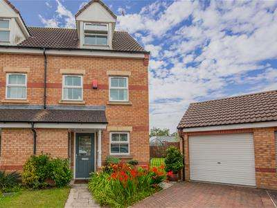 3 Bedrooms Semi Detached House for sale in Rosemary Close, Doncaster