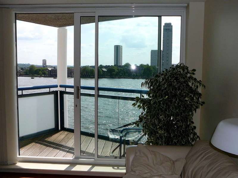 2 Bedrooms Flat for sale in Newton Place, Docklands, E14