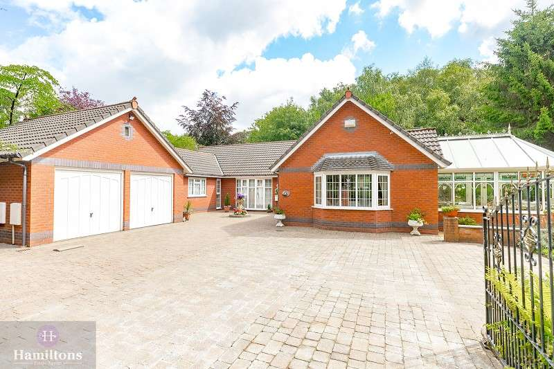 4 Bedrooms Detached Bungalow for sale in Green Lane, Leigh, Greater Manchester. WN7 2TW