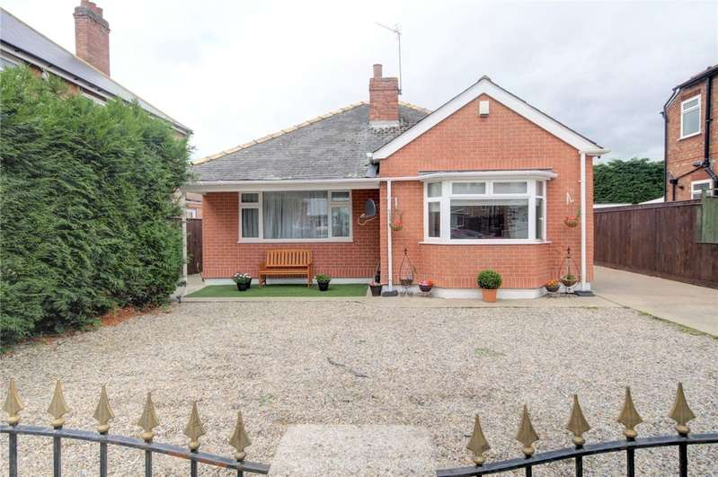 4 Bedrooms Detached Bungalow for sale in Kensington Gardens, Darlington, DL1