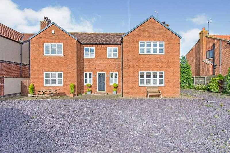 4 Bedrooms Detached House for sale in Trumfleet Lane, Moss, DN6