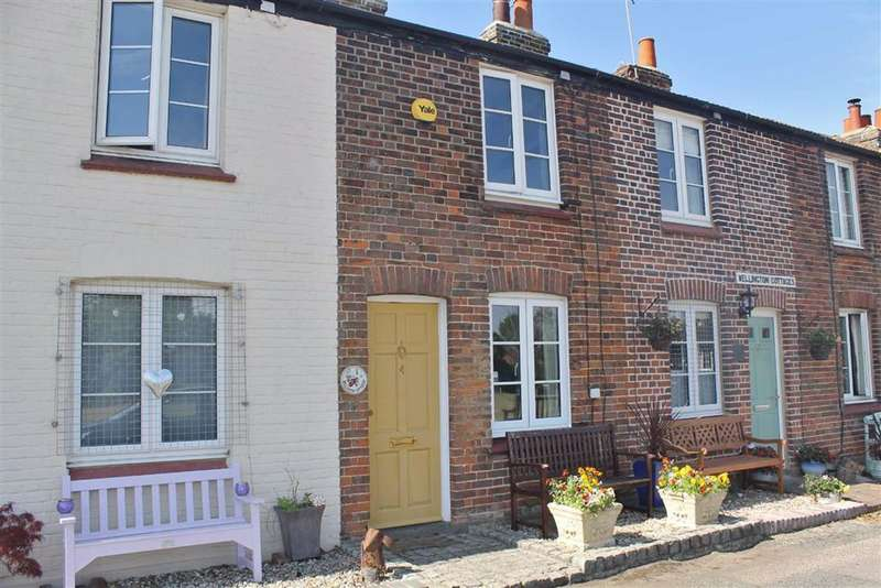 2 Bedrooms Cottage House for sale in Wellington Cottages, Meopham Green, Meopham