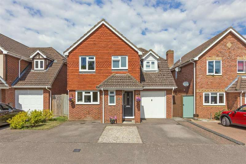 4 Bedrooms Detached House for sale in Hever Place, South Sittingbourne