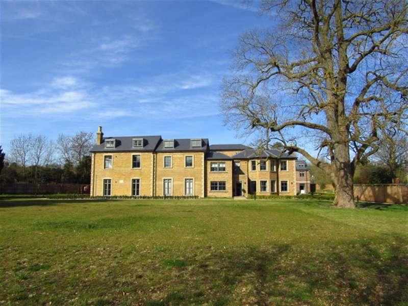 3 Bedrooms Apartment Flat for sale in Crown House, Crown Drive, Farnham Royal, Berkshire, SL2 3EE