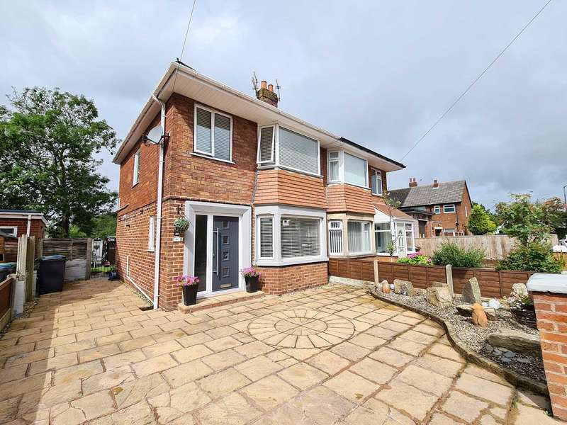 4 Bedrooms Semi Detached House for sale in Whitecoats Drive, Lytham