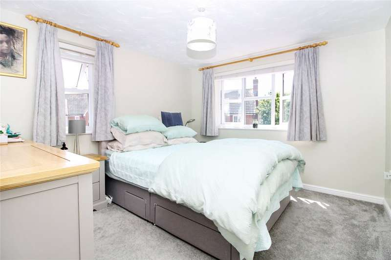 2 Bedrooms Flat for sale in Island Way East, St. Marys Island, Chatham, Kent, ME4