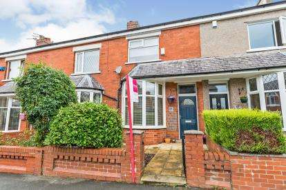 2 Bedrooms Terraced House for sale in Moorfield Avenue, Ramsgreave, Blackburn, Lancashire