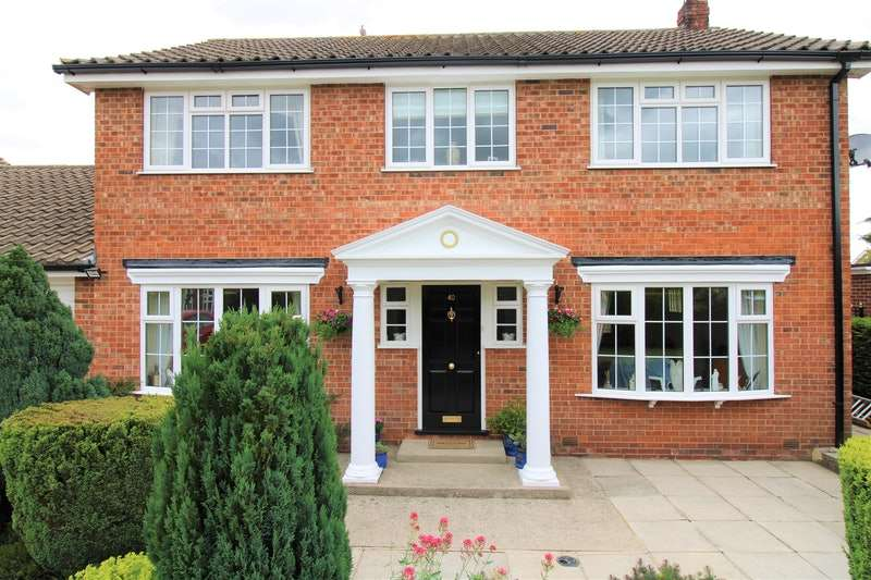 4 Bedrooms Detached House for sale in Ripon Way, Thirsk, North Yorkshire, YO7