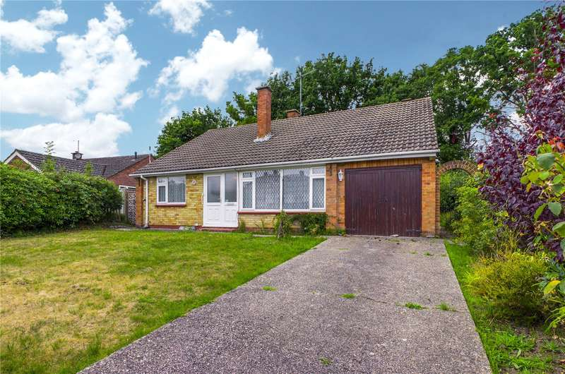 3 Bedrooms Detached Bungalow for sale in Millers Road, Tadley, Hampshire, RG26