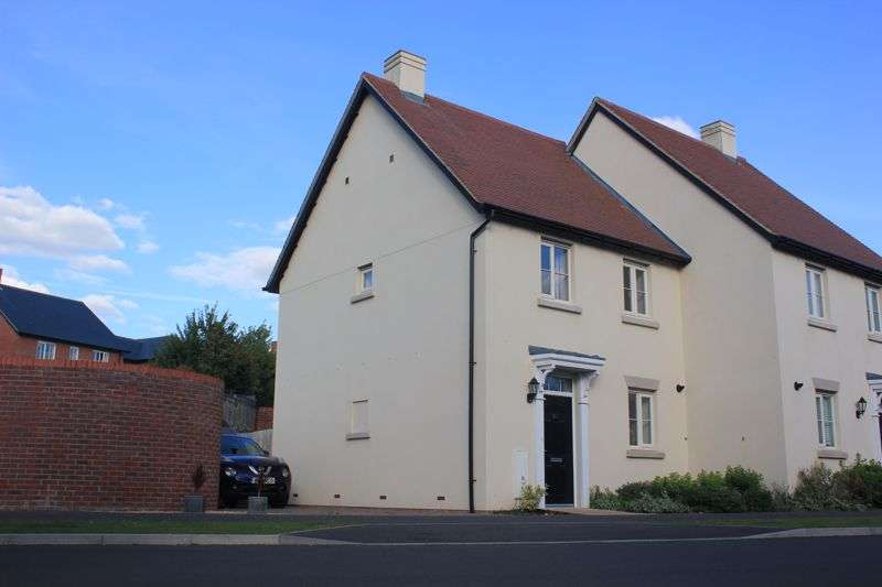 2 Bedrooms Property for sale in Swithun Way, Winchester