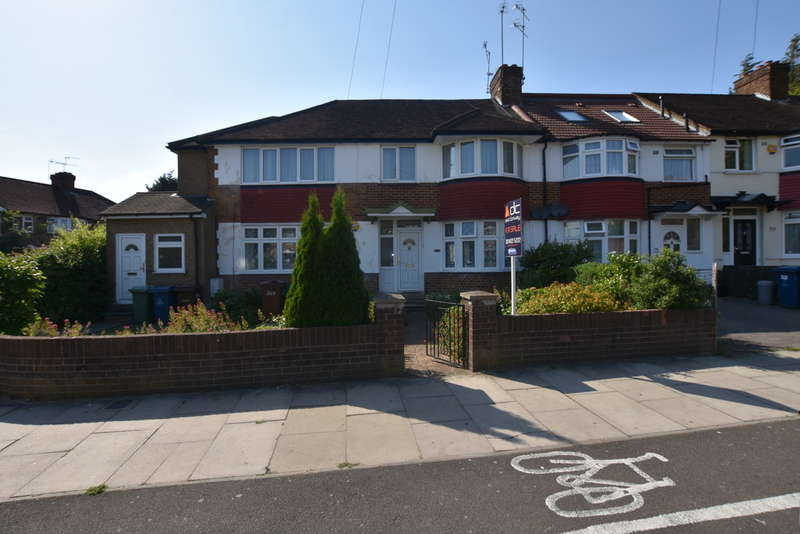 4 Bedrooms End Of Terrace House for sale in Roxeth Green Avenue, Harrow