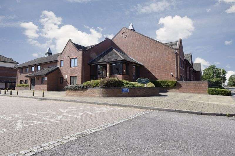 1 Bedroom Property for sale in Magnolia Court, Reading, RG5 4SD