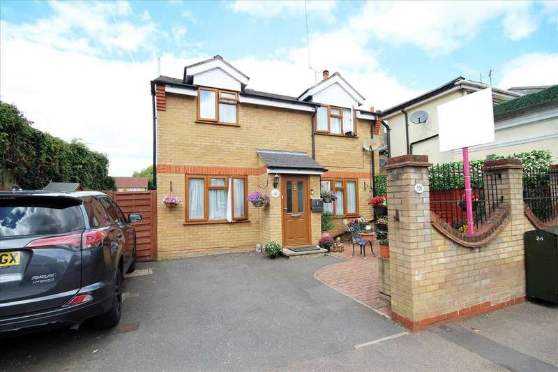 2 Bedrooms Detached House for sale in Villiers Road, Oxhey, WD19.