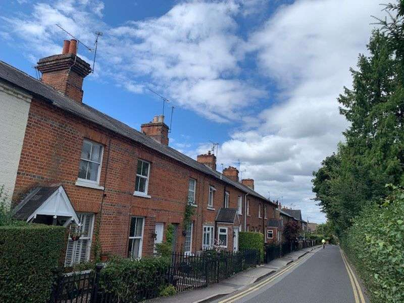 2 Bedrooms Property for sale in School Lane Wargrave, Reading