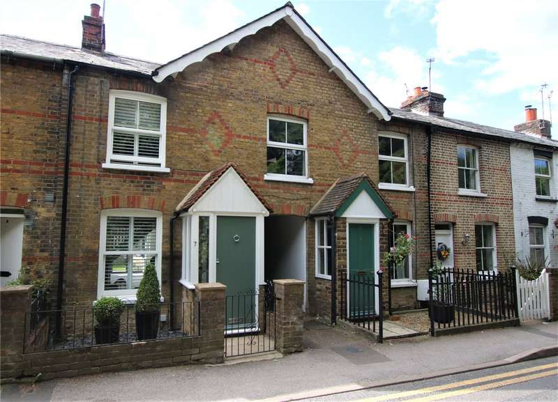 2 Bedrooms Terraced House for sale in School Lane, Wargrave, Reading, Berkshire, RG10