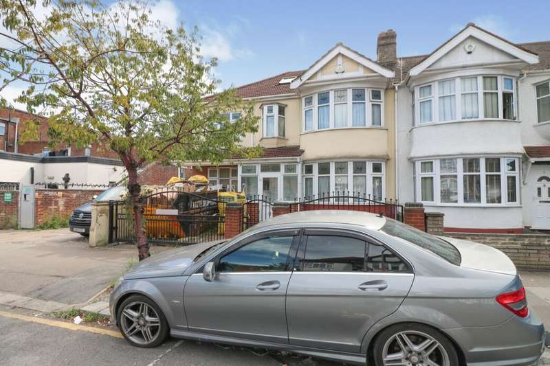6 Bedrooms Semi Detached House for sale in Sydney Road, Ilford, IG6