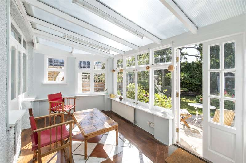 3 Bedrooms Semi Detached House for sale in Hillworth Road, London, SW2
