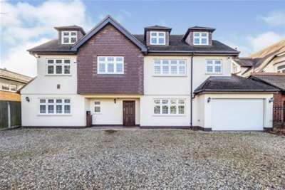 6 Bedrooms House for rent in Emerson Park Hornchurch