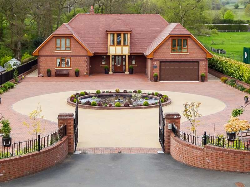 5 Bedrooms Detached House for sale in Llanyre, Llandrindod Wells, Powys, LD1 6EA