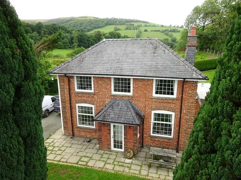 3 Bedrooms House for sale in Llan, Llanbrynmair, Powys, SY19 7DW