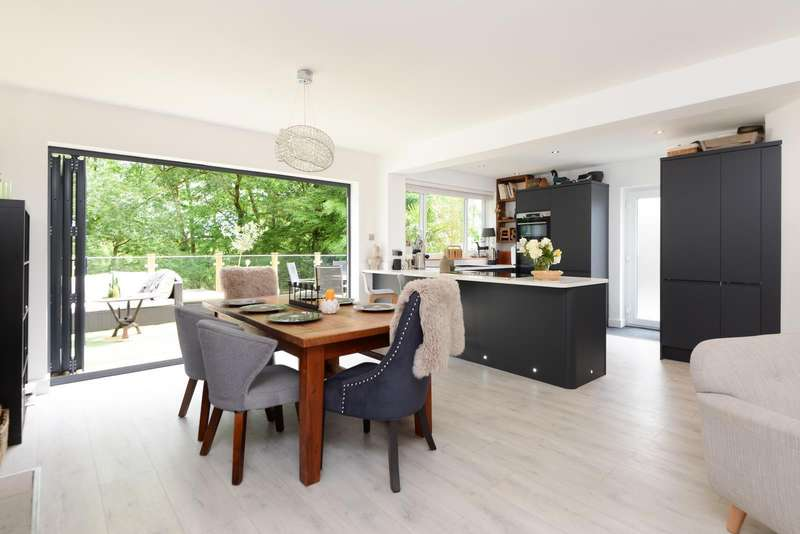 3 Bedrooms Detached House for sale in The Crescent, Canterbury, CT2