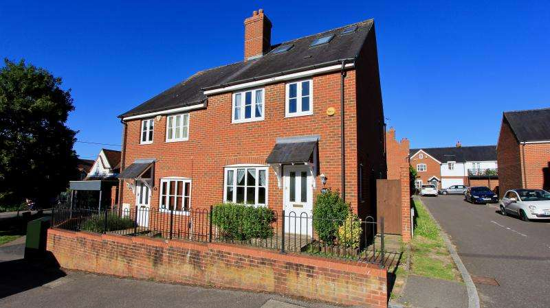 4 Bedrooms Semi Detached House for sale in 72 Plomer Green Lane, HIGH WYCOMBE, HP13