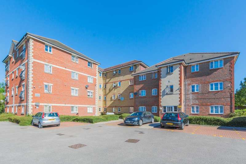 2 Bedrooms Flat for sale in Stern Close, Barking, IG11