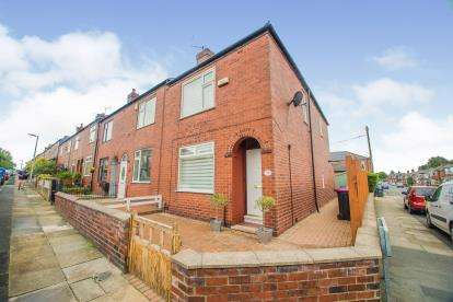 2 Bedrooms End Of Terrace House for sale in Cemetery Road South, Swinton, Manchester, Greater Manchester