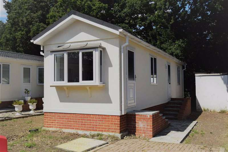 2 Bedrooms Park Home Mobile Home for sale in East Hill Road