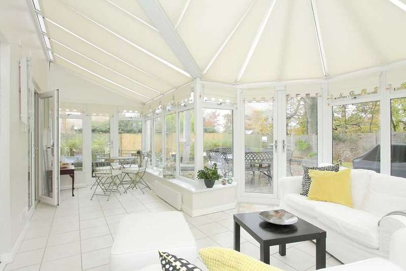 4 Bedrooms Detached House for sale in Lynch Hill Park, Whitchurch