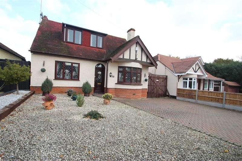 3 Bedrooms Detached House for sale in Sladburys Lane, Holland-on-Sea