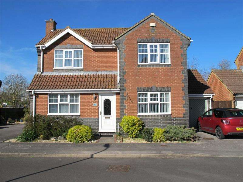 3 Bedrooms Detached House for sale in Fieldhouse Drive, Lee-On-The-Solent, Hampshire, PO13