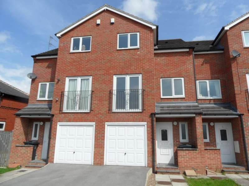 3 Bedrooms Town House for sale in Manor Court, Worsbrough, Barnsley