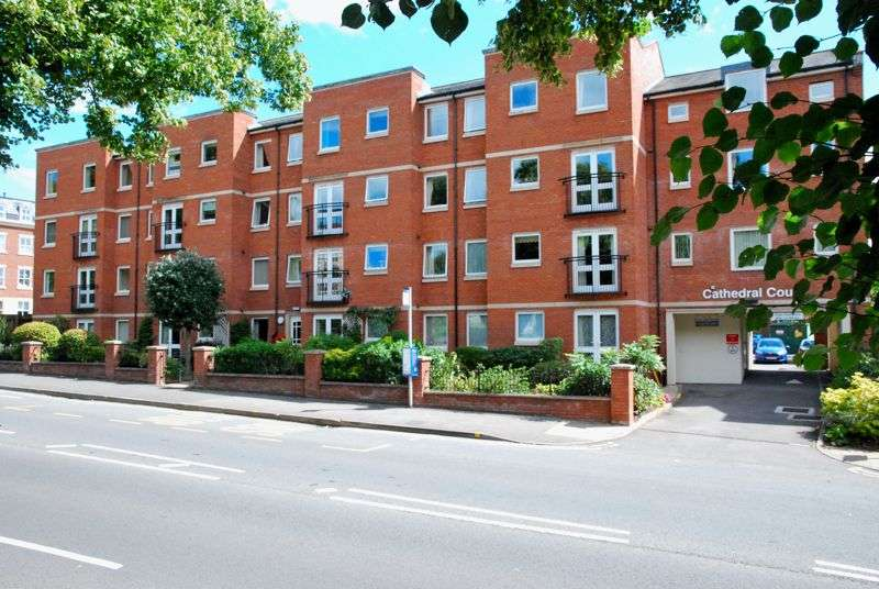 2 Bedrooms Property for sale in Cathedral Court, London Road, Gloucester