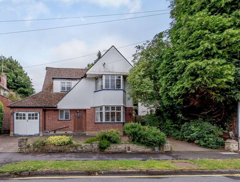 3 Bedrooms Detached House for sale in Meadow Way, Rickmansworth, WD3 7PA