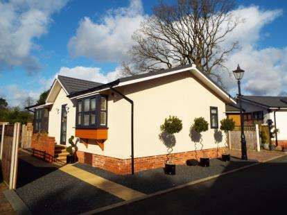2 Bedrooms Mobile Home for sale in High Croft Park, Newton Hall Lane, Mobberley, Cheshire