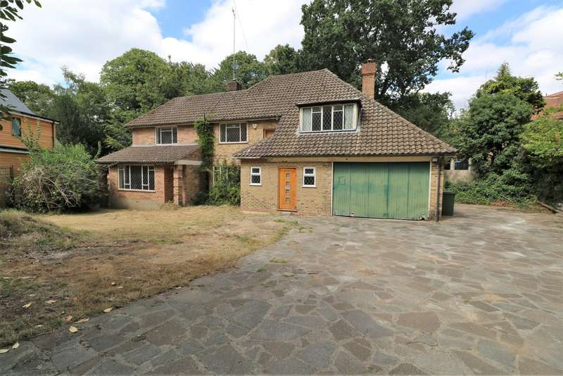 5 Bedrooms Detached House for sale in Pine Coombe, Croydon